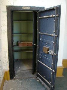 Bank Vault - 1901 - empty - Wikipedia - Creative Commons.