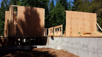New Cottage in the Woods - Framing the house (19)