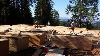 New Cottage in the Woods - Framing the house (25)